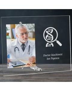 Cadou personalizat rama plexiglas -  Doctor biochimist | Ghizbi.ro