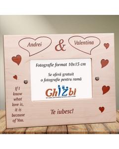 Cadou personalizat rama din lemn - Din cauza ta stiu ce este dragostea | Ghizbi.ro