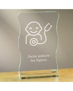 Cadou personalizat trofeu plexiglas cu suport - Doctor pediatru | Ghizbi.ro