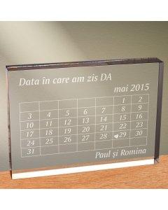 Cadou personalizat trofeu plexiglas dreptunghiular - Data in care am zis DA | Ghizbi.ro