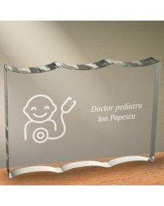 Cadou personalizat trofeu plexiglas ondulat - Doctor pediatru | Ghizbi.ro
