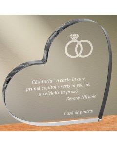 Cadou personalizat trofeu plexiglas inima - Casatoria, o carte   Ghizbi.ro