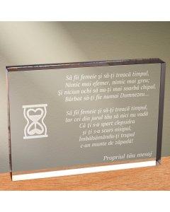 Cadou personalizat trofeu plexiglas dreptunghiular - Sa fii femeie si sa-ti treaca timpul