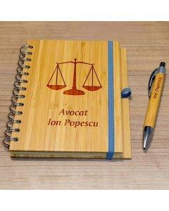 Cadou personalizat agenda si pix din lemn - Avocat