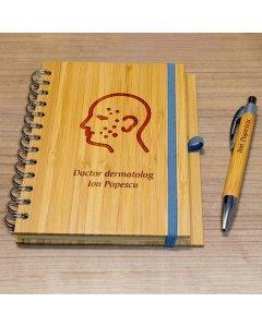 Cadou personalizat agenda si pix din lemn - Doctor dermatolog