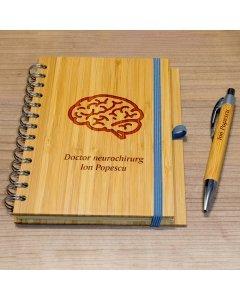 Cadou personalizat agenda si pix din lemn - Doctor neurochirurg | Ghizbi.ro
