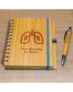 Cadou personalizat agenda si pix din lemn - Doctor pneumolog