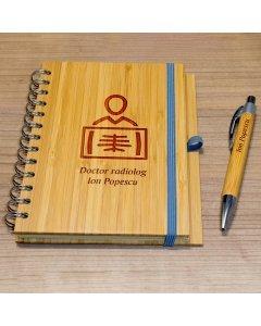 Cadou personalizat agenda si pix din lemn - Doctor radiolog | Ghizbi.ro