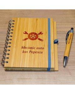 Cadou personalizat agenda si pix din lemn - Mecanic auto | Ghizbi.ro