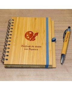 Cadou personalizat agenda si pix din lemn - Profesor de desen | Ghizbi.ro
