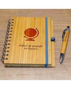 Cadou personalizat agenda si pix din lemn - Profesor de geografie | Ghizbi.ro