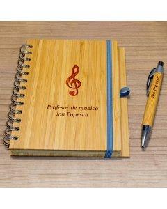 Cadou personalizat agenda si pix din lemn - Profesor de muzica | Ghizbi.ro
