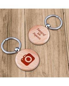 Cadou personalizat breloc din lemn - Fotograf | Ghizbi.ro