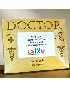 Cadou personalizat rama din lemn - Doctor orelist