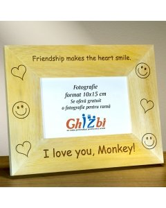 Cadou personalizat rama din lemn - Friendship makes the heart smile