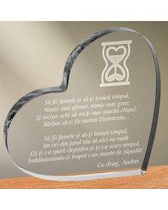 Cadou personalizat trofeu plexiglas inima - Sa fii femeie si sa-ti treaca timpul