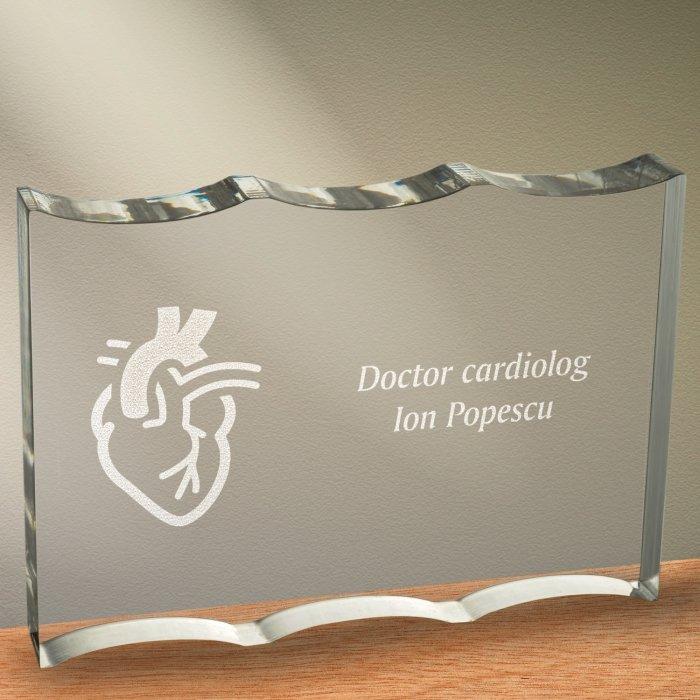 Cadou personalizat trofeu plexiglas ondulat - Doctor cardiolog