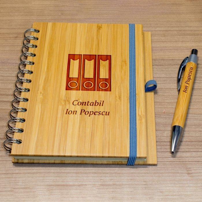 Cadou personalizat agenda si pix din lemn - Contabil