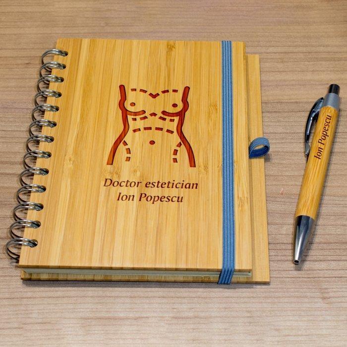 Cadou personalizat agenda si pix din lemn - Doctor estetician