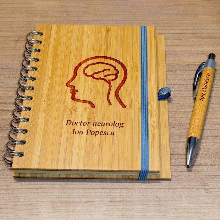 Cadou personalizat agenda si pix din lemn - Doctor neurolog
