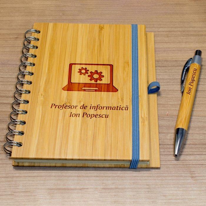 Cadou personalizat agenda si pix din lemn - Profesor de informatica