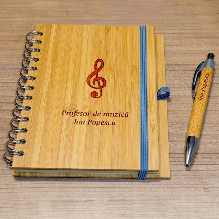 Cadou personalizat agenda si pix din lemn - Profesor de muzica