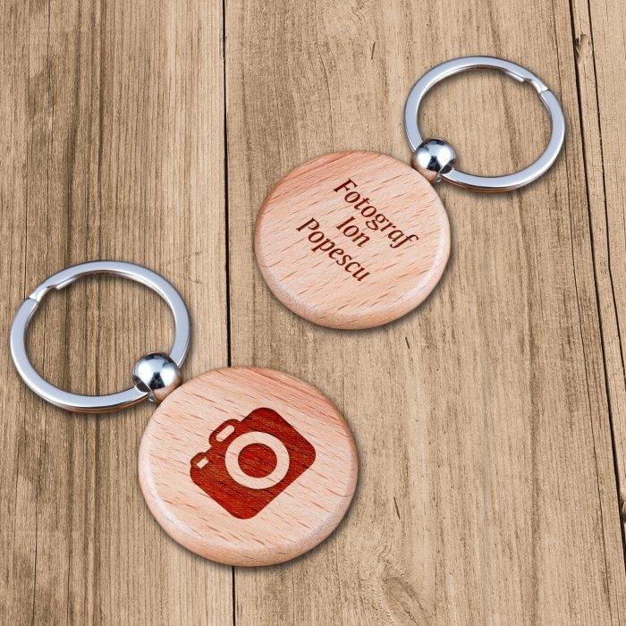 Cadou personalizat breloc din lemn - Fotograf