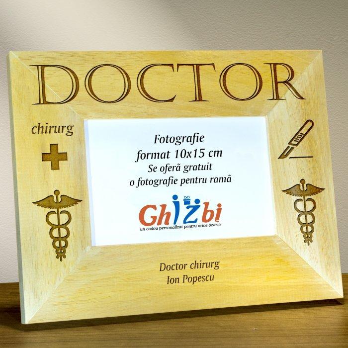 Cadou personalizat rama din lemn - Doctor chirurg