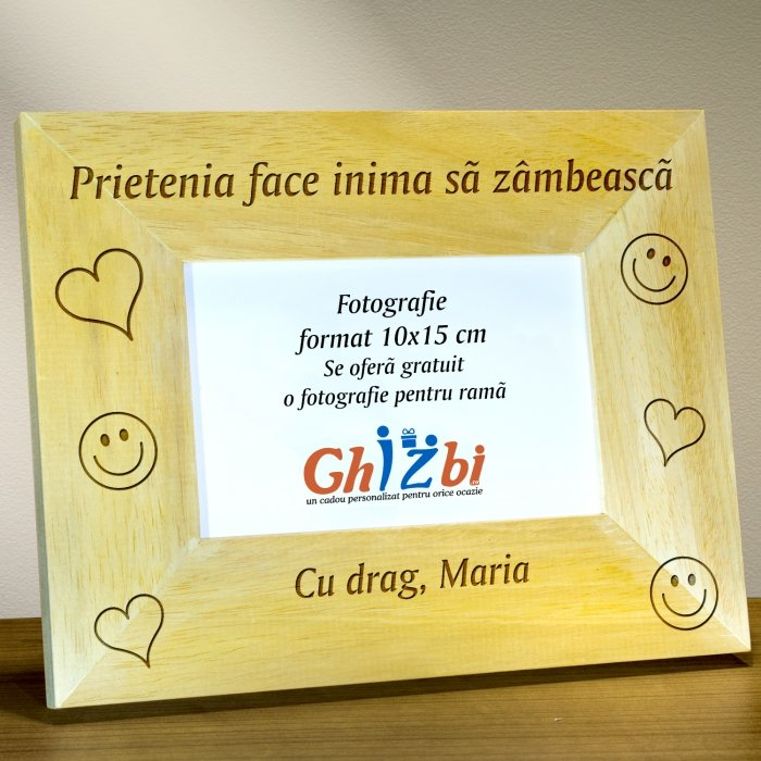 Cadou personalizat rama din lemn - Prietenia face inima sa zambeasca