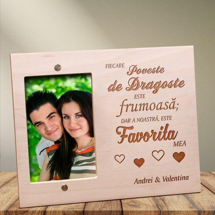 Cadou personalizat rama lemn MP - Povestea de dragoste favorita