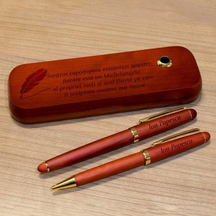 Cadou personalizat set instrumente de scris din palisandru - Suntem capodopera existentei noastre