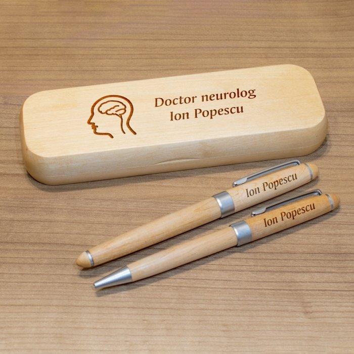 Cadou personalizat set pixuri si penar din lemn - Doctor neurolog