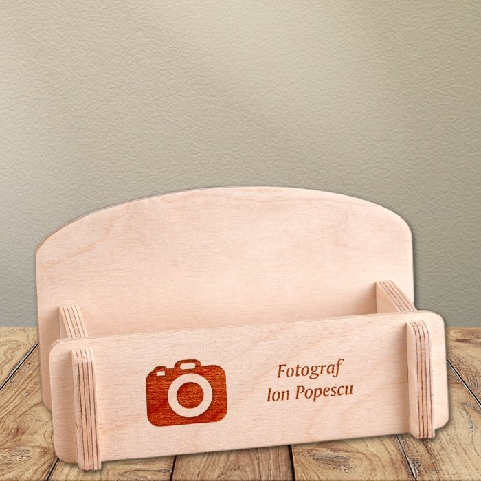 Cadou personalizat suport carti de vizita din lemn - Fotograf