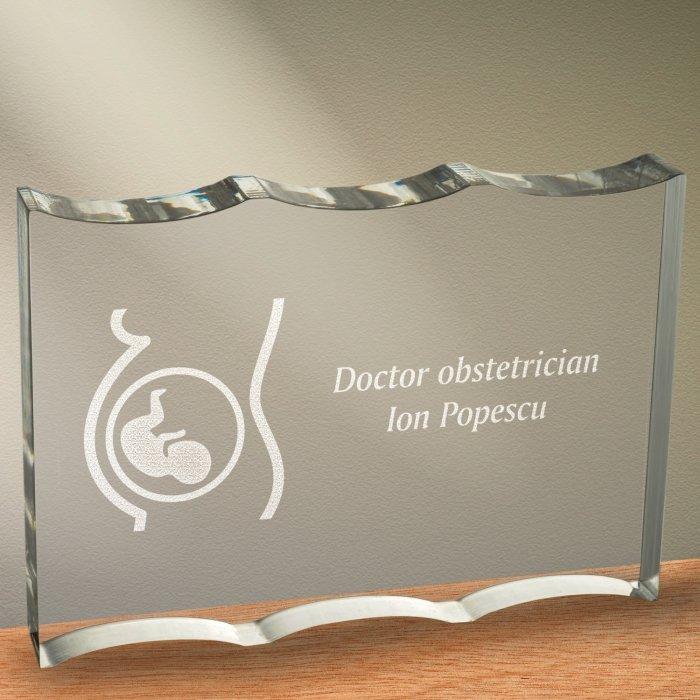 Cadou personalizat trofeu plexiglas ondulat - Doctor obstetrician