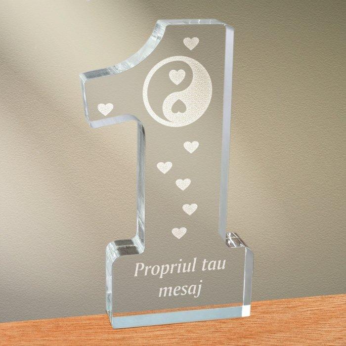 Cadou personalizat trofeu plexiglas cifra inimi - Echilibru in dragoste