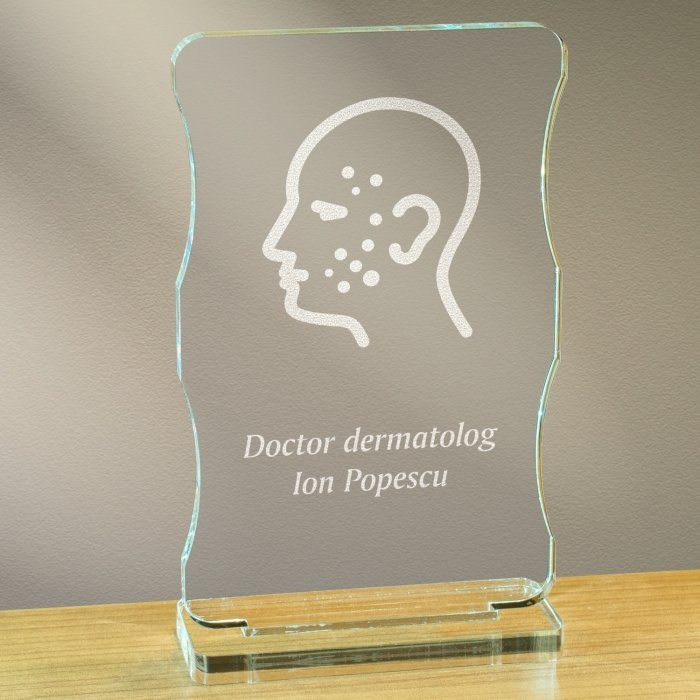 Cadou personalizat trofeu plexiglas cu suport - Doctor dermatolog