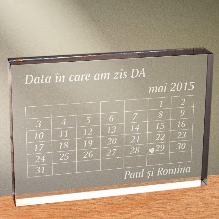 Cadou personalizat trofeu plexiglas dreptunghiular - Data in care am zis DA