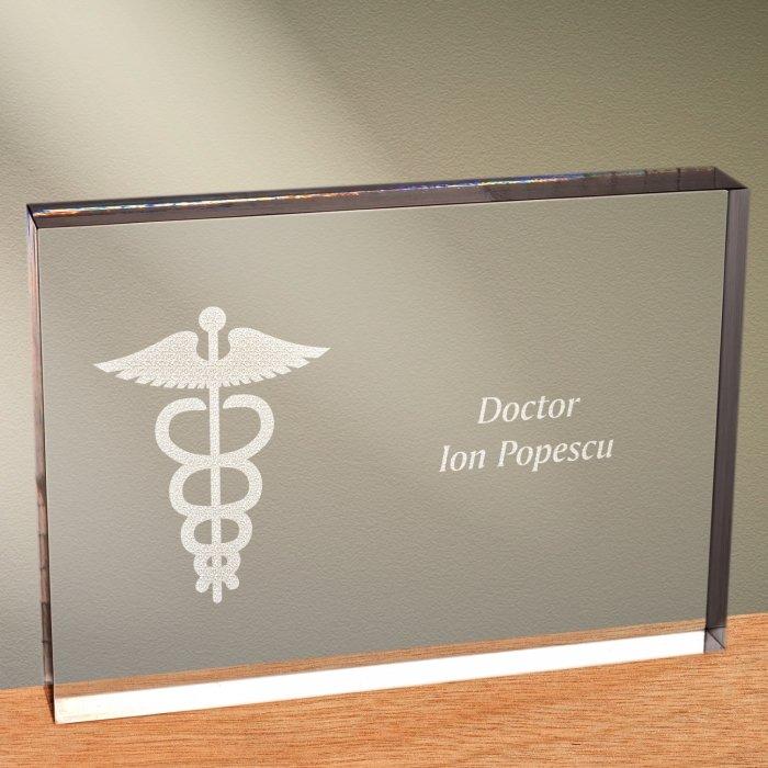 Cadou personalizat trofeu plexiglas dreptunghiular - Doctor