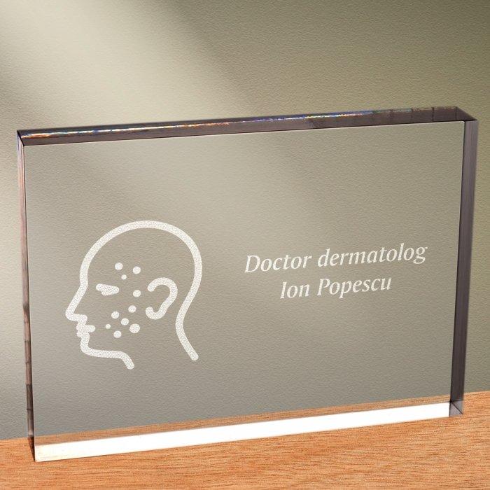Cadou personalizat trofeu plexiglas dreptunghiular - Doctor dermatolog