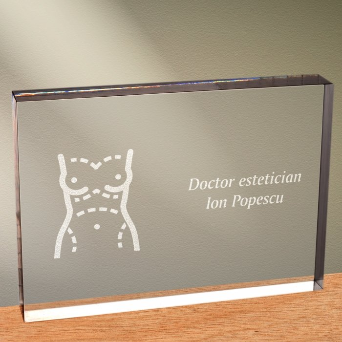 Cadou personalizat trofeu plexiglas dreptunghiular - Doctor estetician