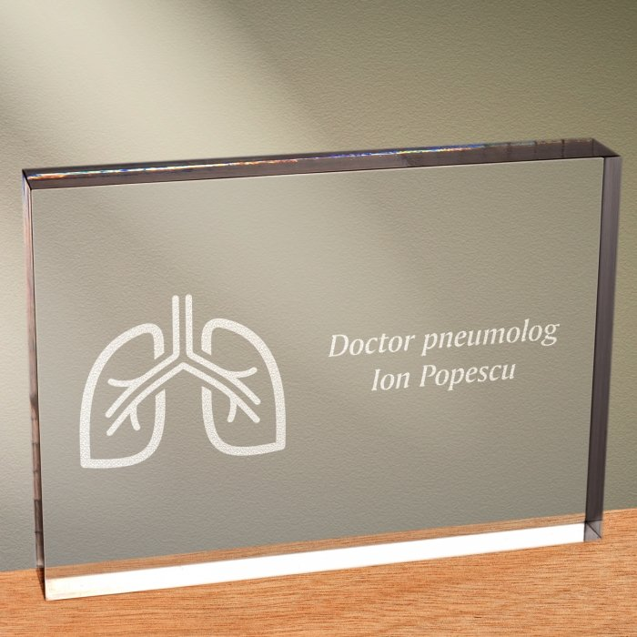Cadou personalizat trofeu plexiglas dreptunghiular - Doctor pneumolog
