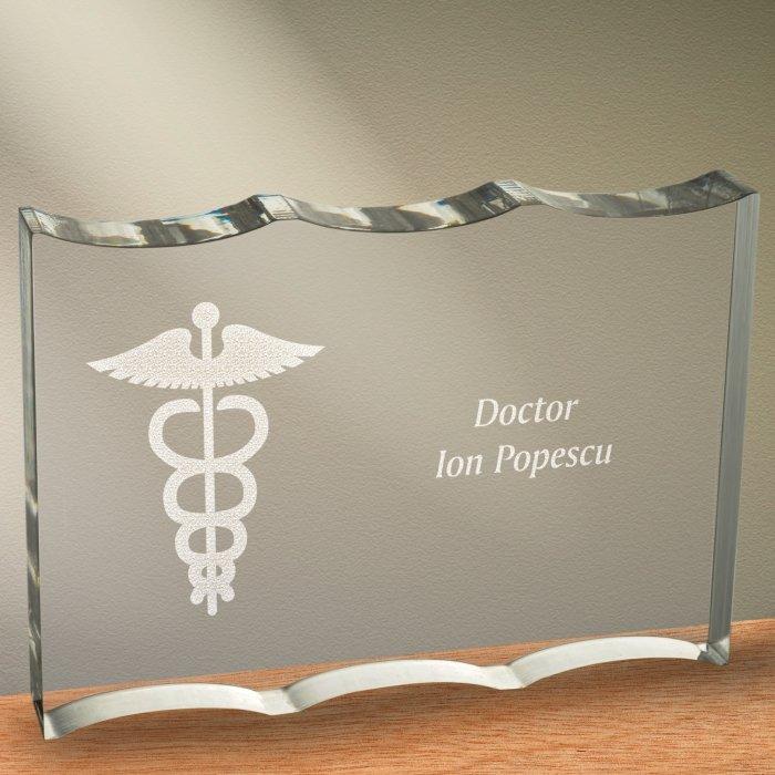 Cadou personalizat trofeu plexiglas ondulat - Doctor