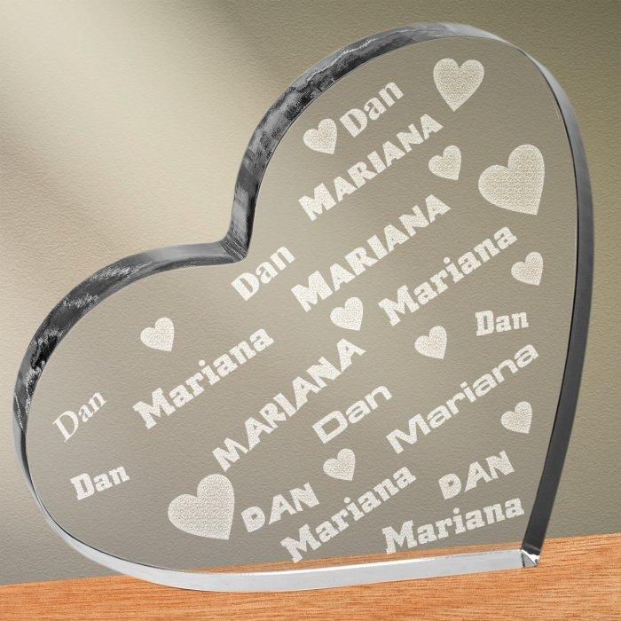 Cadou personalizat trofeu plexiglas inima - Cuplu indragostit