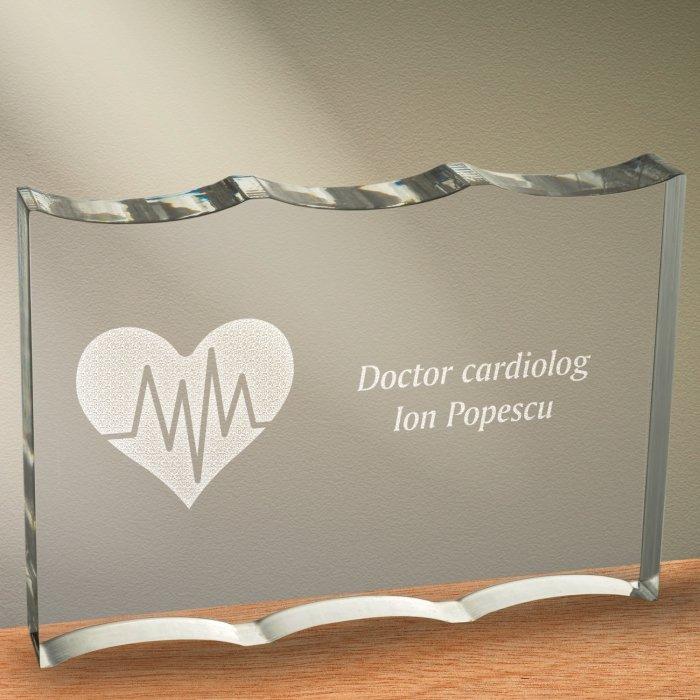 Cadou personalizat trofeu plexiglas ondulat - Doctor cardiolog 2