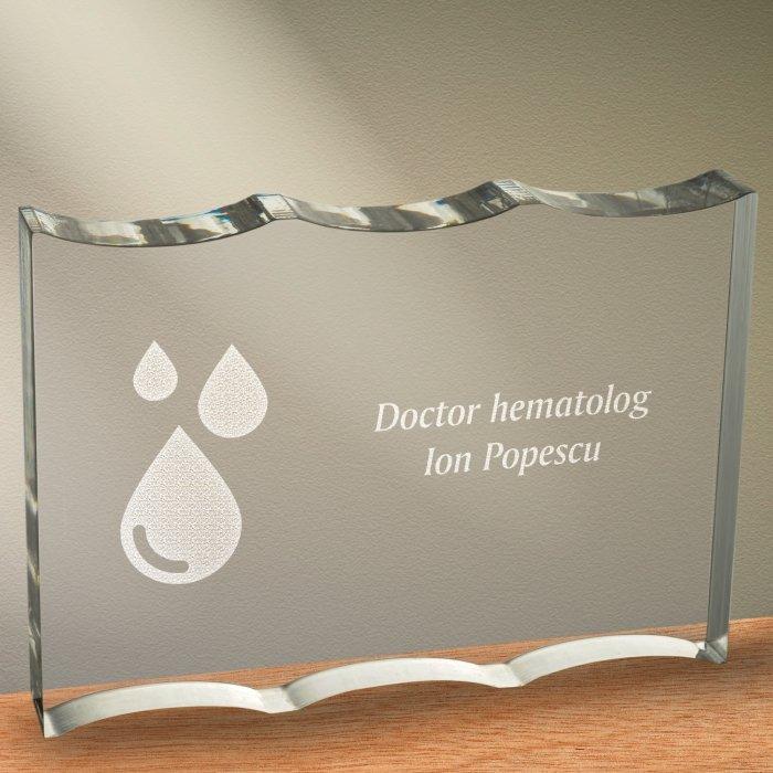 Cadou personalizat trofeu plexiglas ondulat - Doctor hematolog