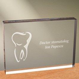 Cadou personalizat trofeu plexiglas dreptunghiular - Doctor stomatolog